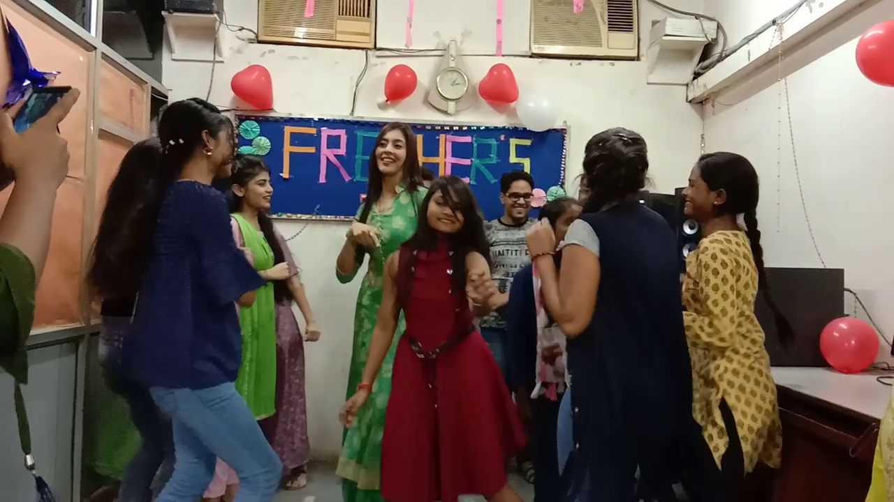 Freshers Party 2019 (10)