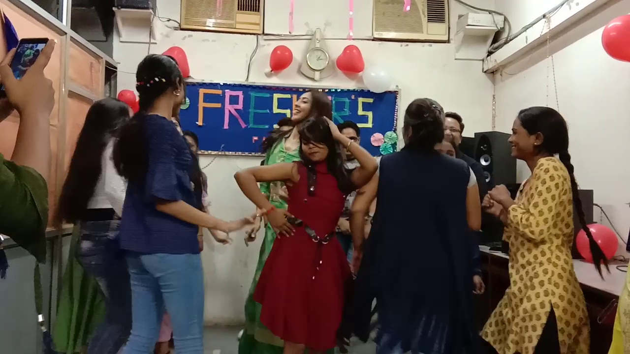 Freshers Party 2019 (11)