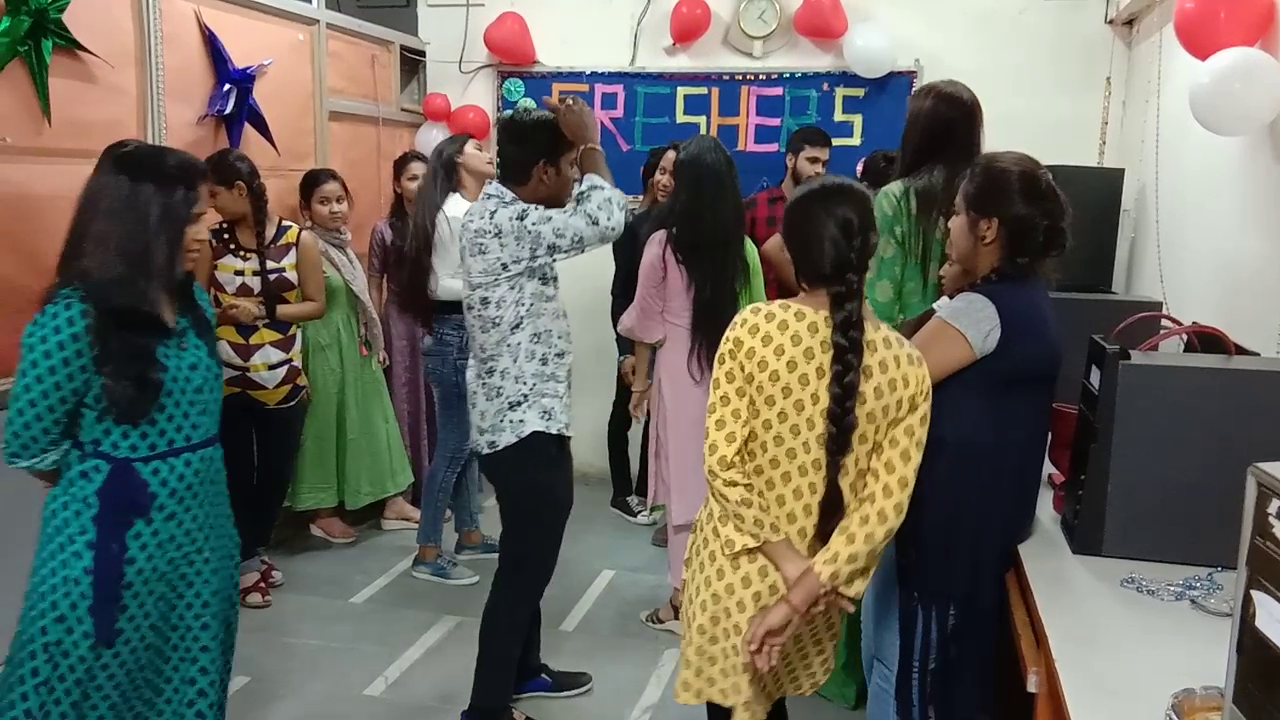 Freshers Party 2019 (8)